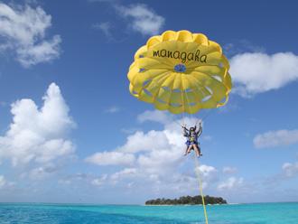 「パラセイリング」で空からマニャガハ島も見えちゃう!