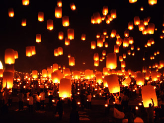 願いを込めて天燈上げ!年に1度のロイクラトン祭りを満喫 バンコク+チェンマイ 3日間