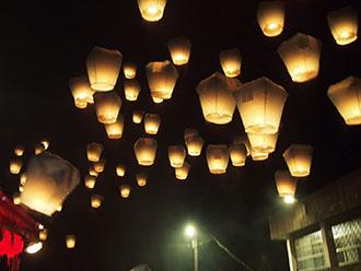 天燈祭り in 台湾 願いを込めて天燈上げ