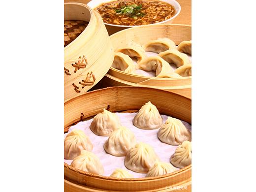 台湾スイーツの代表フルーツかき氷に肉汁あふれる小龍包、屋台も食べつくしたい!